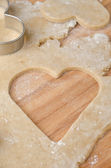Hole in the shape of heart in cookie dough — Foto de Stock
