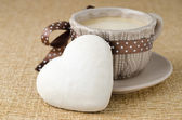 Cookie with icing in the form of heart and a cup of coffee — Stock Photo