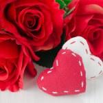 plátno ručně srdce a červené růže na Valentýna — Stock fotografie