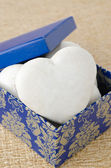 Cake with icing in the form of heart in a gift box — Stock Photo