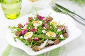Салат с перепелиными яйцами, Фета и рукколой — Стоковое фото