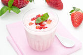 Strawberry yogurt and fresh strawberries horizontal — Stock Photo