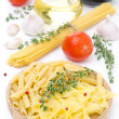Different kinds of Italian pasta, fresh tomatoes, olive oil — Stock Photo