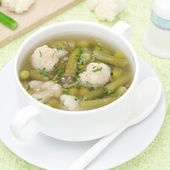 Vegetable soup with cauliflower and green beans — Stock Photo