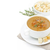Mushroom cream soup with croutons and thyme isolated — Stock Photo