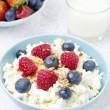 Cottage cheese with berries, honey and nuts for breakfast — Stock Photo