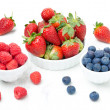 Fresh berries - strawberries, raspberries and blueberries — Lizenzfreies Foto