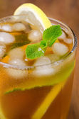 Glass of ice tea with lemon and mint close-up, selective focus — Stock Photo