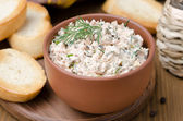 Pate of smoked fish with sour cream and herbs, close-up — Stock Photo