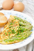 Omelette with asparagus and fresh herbs — Stock Photo