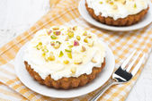 Mini carrot cakes decorated with cream of mascarpone, honey — Stock Photo