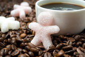 Sugar in the form of a little man and a cup of coffee, close-up — Stock Photo