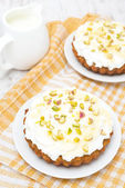 Mini carrot cakes with cream of mascarpone and honey, top view — Stock Photo