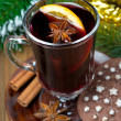 Christmas mulled wine with spices in glass and chocolate cookies — Stock Photo