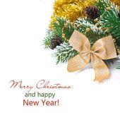 рождественская композиция с еловые ветки, шишки, украшения — Стоковое фото
