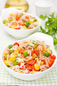 Colorful salad with corn, green peas, rice, red pepper and tuna — Stock Photo