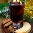 Christmas mulled wine with spices and cookies — Stok fotoğraf