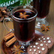 Christmas mulled wine with spices in glass and chocolate cookies — Foto de Stock   #34819921
