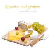 Three kinds of cheese and grapes, isolated — Stock Photo