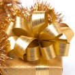 Golden gift box and tinsel, isolated — 图库照片
