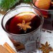 Spicy mulled wine in glasses on the snow, close-up — Stock Photo