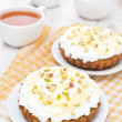 Mini carrot cakes with cream of mascarpone and honey — Foto Stock