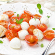 Salad with mini mozzarella, cherry tomatoes and fresh basil  — Stock Photo