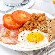 Traditional English breakfast with fried eggs, bacon, beans  — Foto Stock