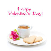 Cup of coffee, cookies and flower Valentine's Day, isolated — 图库照片