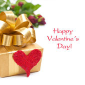 Golden gift box, red heart and roses, isolated — Stockfoto