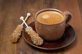Cup of coffee and caramel sugar on sticks — Stok fotoğraf