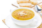 Cream soup of yellow lentils with vegetables in a bowl — Stock Photo