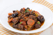 Plate of stew with beef and vegetables — Stock fotografie