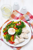 Dietetic food - chicken, steamed vegetables and yoghurt sauce — Stock Photo
