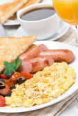 Scramble eggs with tomatoes, sausage and toast for breakfast — Stock Photo