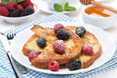French toast with berries and powdered sugar on a plate — Stock fotografie