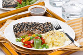 Salmon fillet in sesame breaded, vegetables and mashed potatoes — Stock Photo