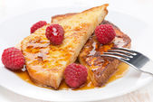French toast with raspberries and honey, close-up — Stok fotoğraf