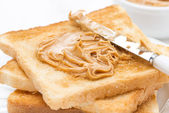 Crispy toast with peanut butter, close-up — Stock fotografie