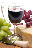 Grapes, cheese and two glasses of wine, close-up — Stock Photo