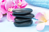 Spa stones, flowers and towels, selective focus — 图库照片