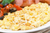 Scramble eggs with tomatoes, sausage and toast, close-up — Stock Photo