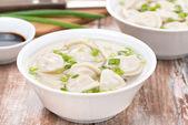 Chinese dumplings in chicken broth — Stock Photo