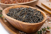 Wild rice in a wooden bowl, close-up — Stock Photo