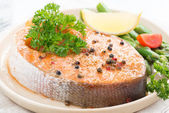 Baked salmon with asparagus and lemon on plate, close-up — Stock Photo