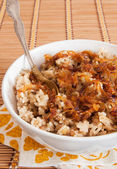 Rice with lentils and caramelized onions — Stock Photo