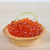Tartlets with red caviar and lime — Stock Photo