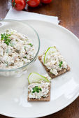 Smoked mackerel pate with herbs on crisp bread — Stock Photo