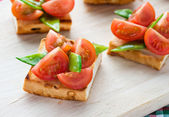 Bruschetta with fresh tomato and snow peas — Stock Photo