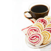Strawberry and lemon jam swiss roll with cup of coffee — Stock Photo